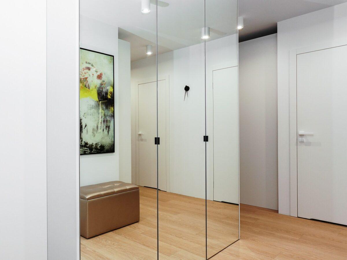 Szklane drzwi do szafy