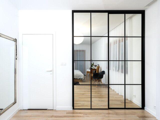 Drzwi do szafy lustrzane w kratkę